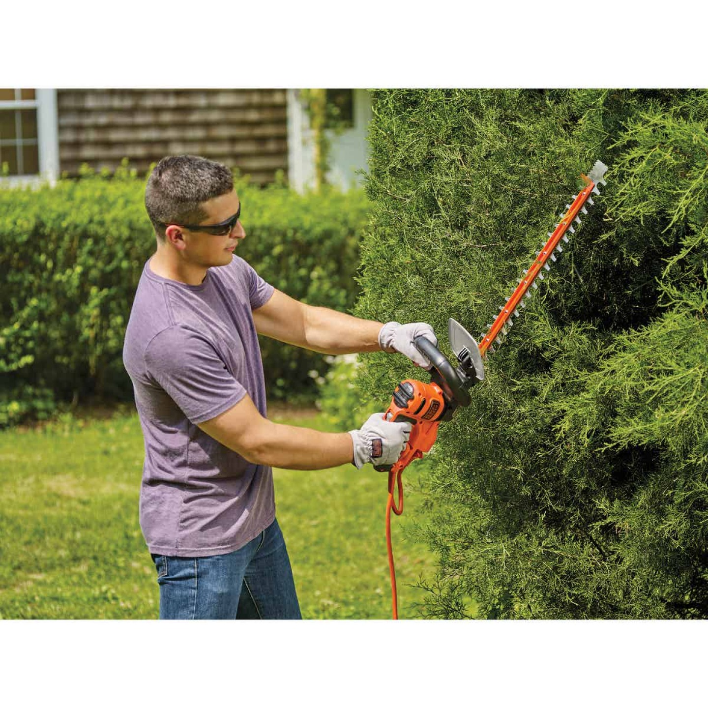 Black & Decker Sawblade 20 In. 3A Corded Electric Hedge Trimmer Image 3